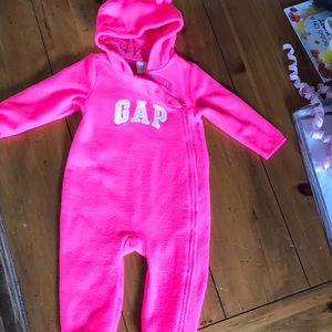 Fleece suit. Baby gap. Size 6-12m